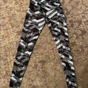 B&W patterned athletic leggings